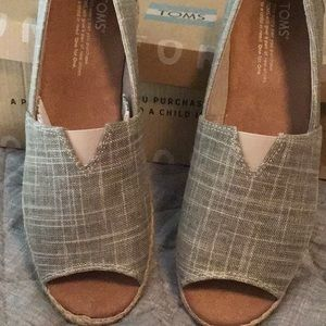 Cute never worn toms